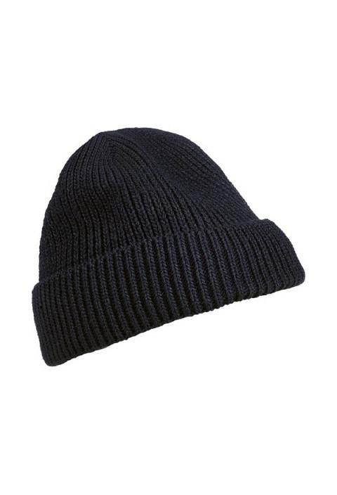 Gestrickte Wintermütze aus schwarzem